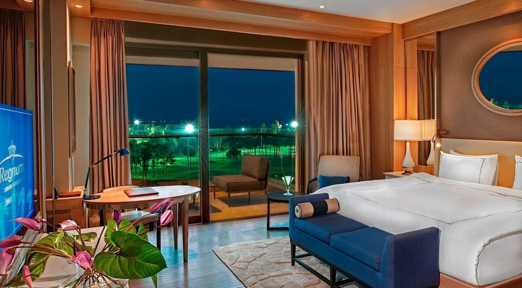 Luxury_Room_Golf_View_by_night_