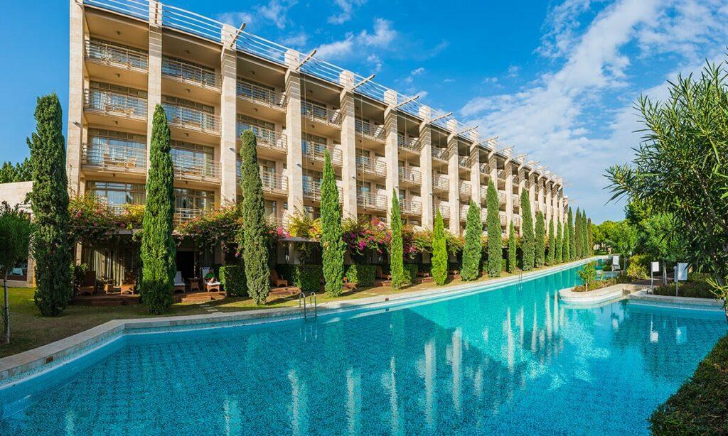 gloria-serenity-resort-beachpool